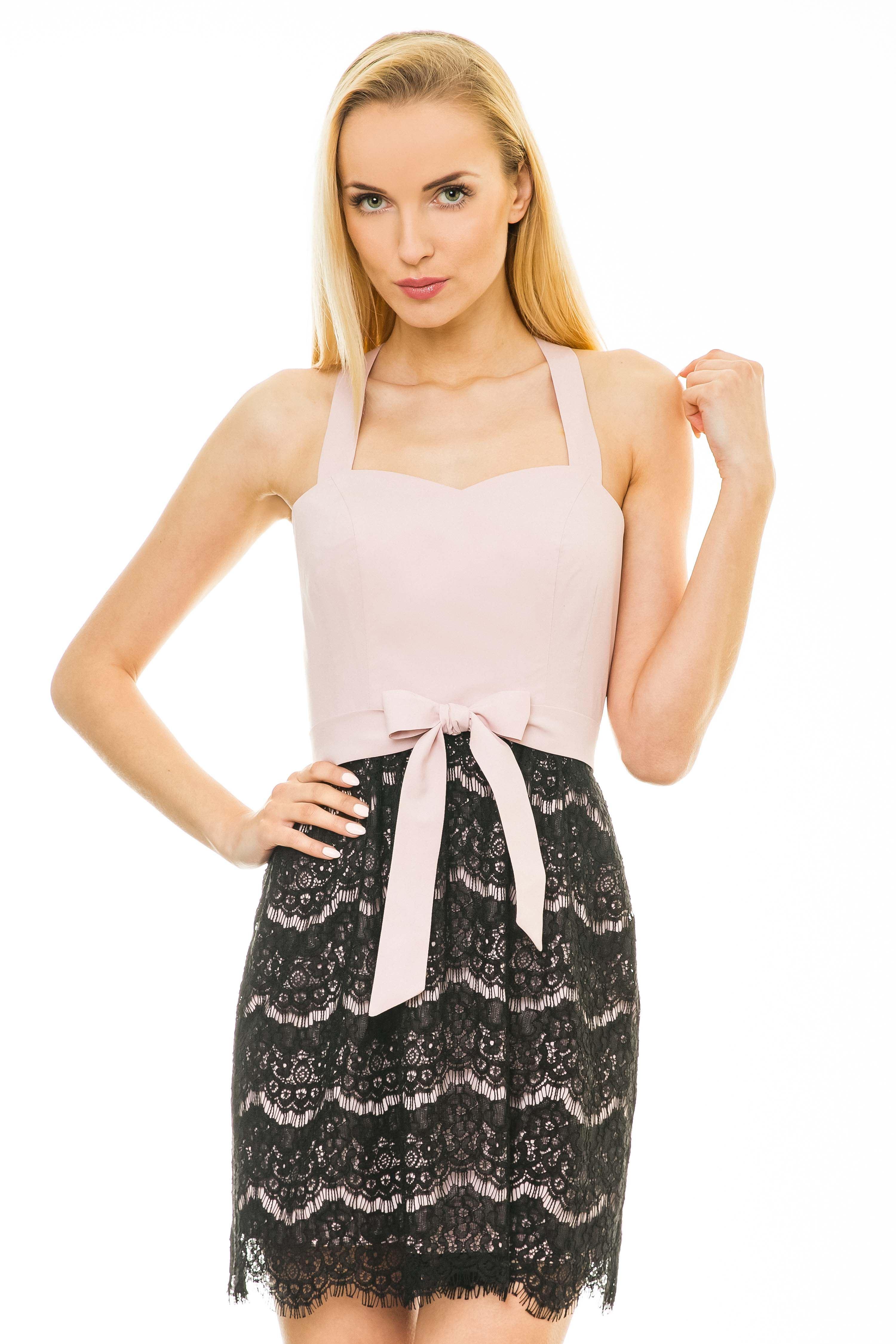 Sukienka Caroline w kolorze pudrowym