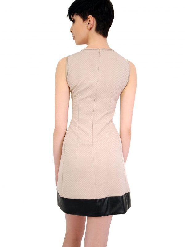 Sukienka Emilie w kolorze beżowym