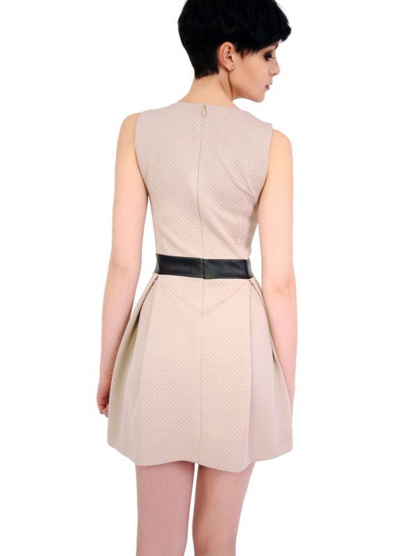 Sukienka Madelaine w kolorze beżowym