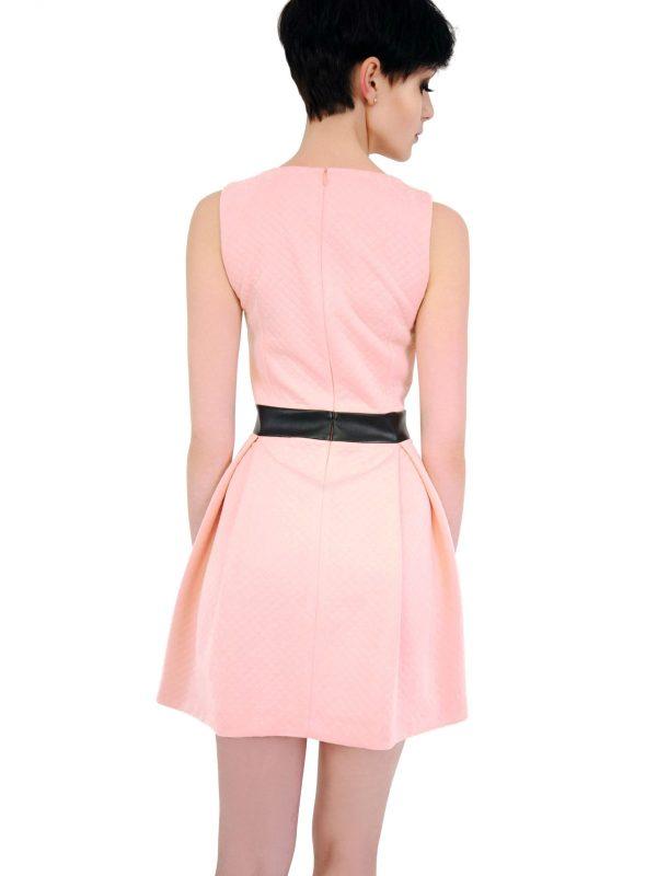 Sukienka Madelaine w kolorze pudrowym