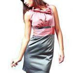 Sukienka Nicole w kolorze różowo-szarym