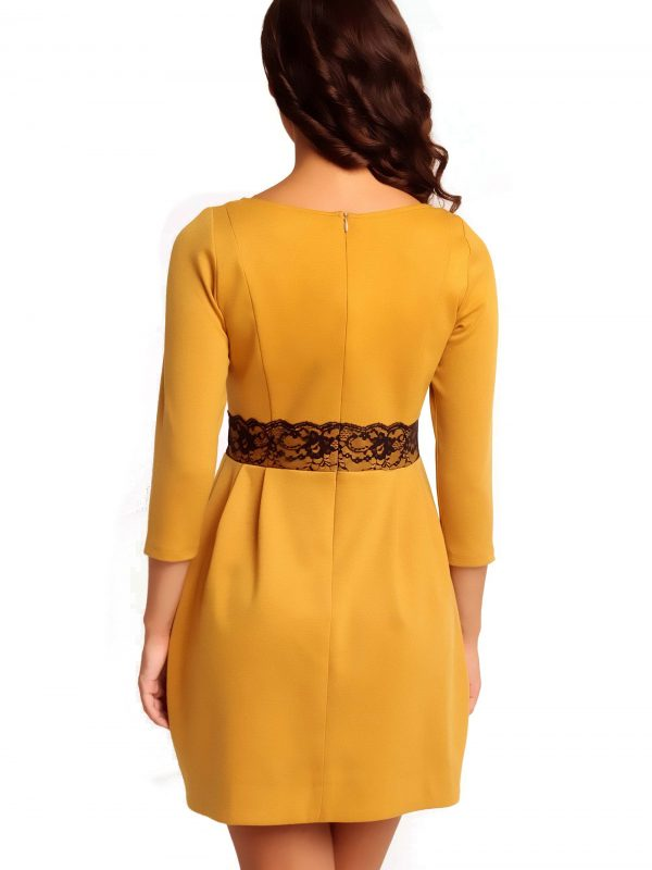 Sukienka SOLANGE KNITWEAR w kolorze miodowym