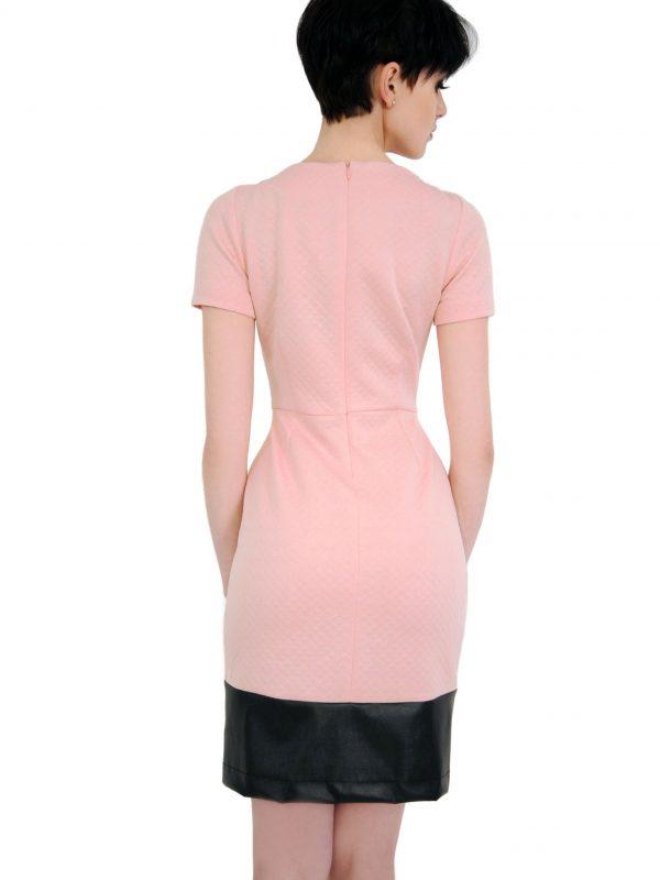 Sukienka Violette w kolorze pudrowym